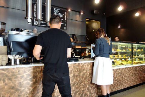 """シドニーのカフェSONOMA""""Woollahra""""店のカウンター"""