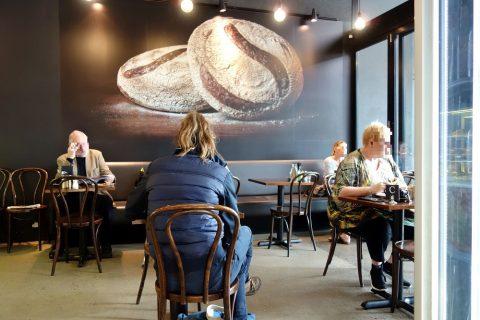 """シドニーのカフェSONOMA""""Woollahra""""の店内"""