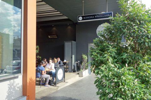 """シドニーのカフェSONOMA""""Woollahra""""店の入口"""
