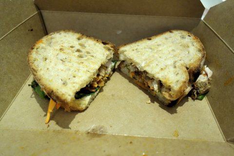 シドニーのカフェSONOMAのサンドイッチ