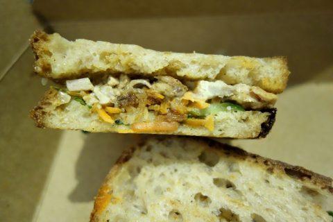 シドニーのカフェSONOMAのサンドイッチの具材が美味い