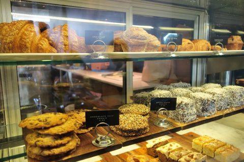 """シドニーのカフェSONOMA""""Woollahra""""店のクロワッサンとクッキー"""
