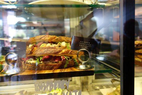 """シドニーのカフェSONOMA""""Woollahra""""店のサンドイッチ"""
