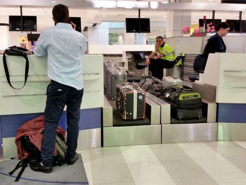 シドニー空港で手荷物預け
