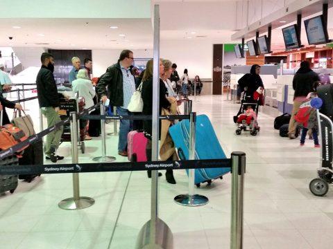 シドニー空港エコノミークラスの行列