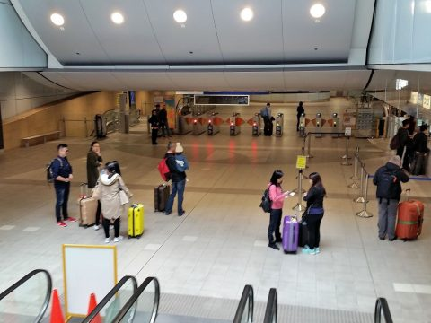 シドニー空港電車の改札口