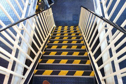 シドニー・フェリーの2階席への階段