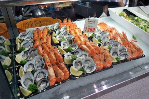 シドニー・フィッシュマーケットの牡蠣と海老