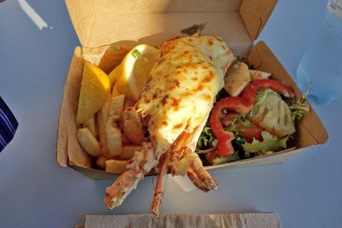 シドニー・フィッシュマーケットBBQ-GRILLのlobster-chips-salad