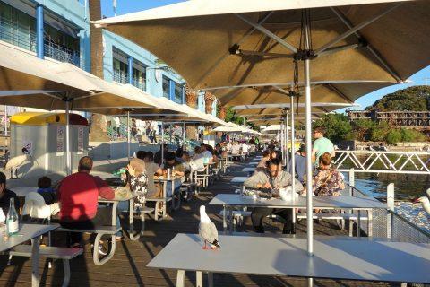 シドニー・フィッシュマーケット屋外のテーブル