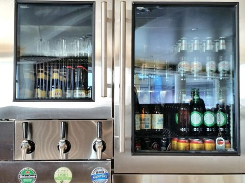 シドニー空港カンタス航空ビジネスラウンジの瓶ビール