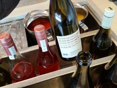 シドニー空港カンタス航空ビジネスラウンジのワイン