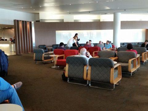 シドニー空港カンタス航空ビジネスラウンジのソファー