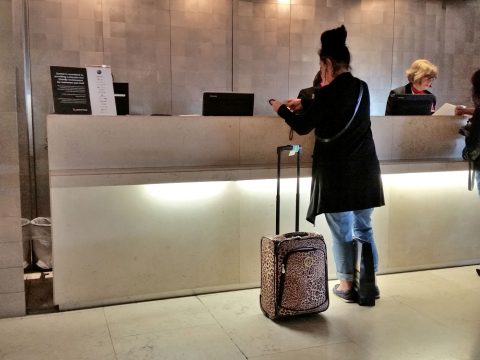 シドニー空港カンタス航空ビジネスラウンジレセプション