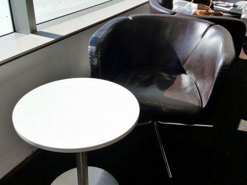 シドニー空港カンタス航空ビジネスラウンジエリア窓際の席