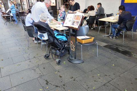 シドニー・チャイニーズレストランSuper-Bowl屋外のメニュー表