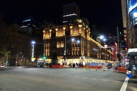 シドニーのクイーン・ヴィクトリア・ビルディングのライトアップ