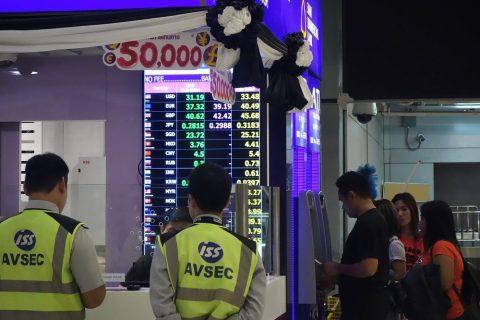 スワンナプーム国際空港出発ロビーの両替所