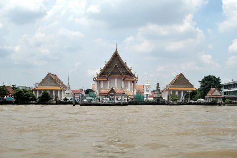 チャオプラヤー川の寺院