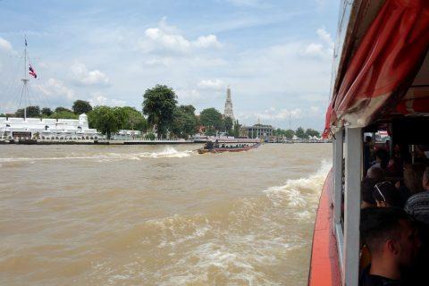 チャオプラヤー・エクスプレスボートでワット・アルンへ