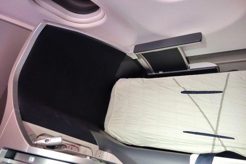 マレーシア航空A330ビジネスクラスのベッド幅