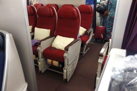 マレーシア航空A330ビジネスクラスとエコノミークラスとの間
