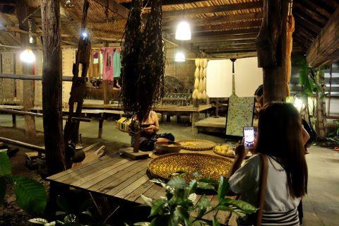 サイアムニラミットのタイ村の伝統工芸品