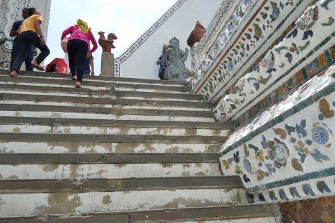 ワット・アルンの急階段