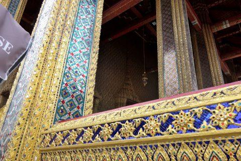 エメラルド寺院外壁の柱
