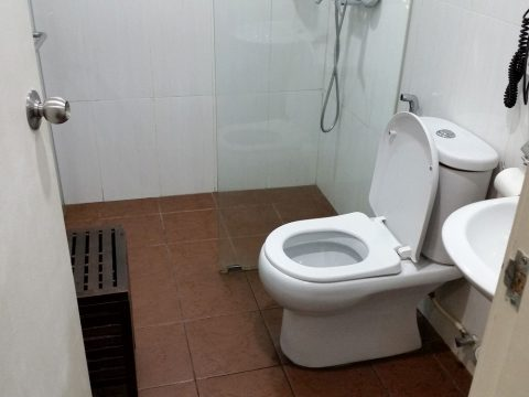 クアラルンプールのエニタイムフィットネスのシャワールーム