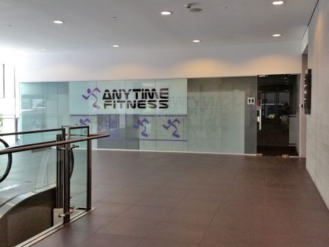 クアラルンプールのエニタイムフィットネスのロッカールーム入口