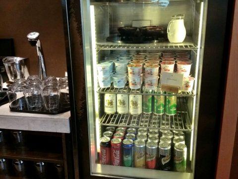 バンコク・キャセイパシフィックラウンジのビールとコーヒー