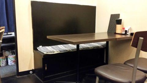江古田のそば屋「嵐山」のテーブル席
