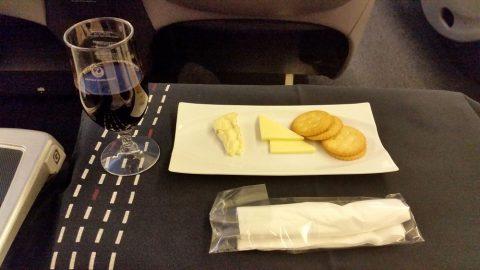 jal-businessclass-赤ワインとチーズセレクション