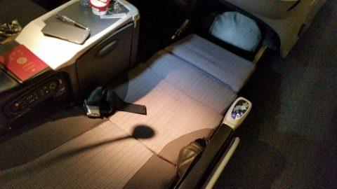 JALシェルフラットシートのベッドポジション