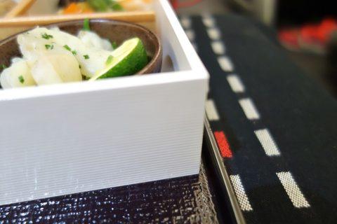 JALビジネスクラス「黒木シェフ」メニューの容器