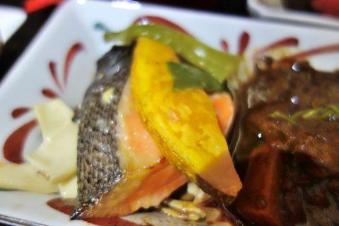 JALビジネスクラス「黒木シェフ」メニューの鮭