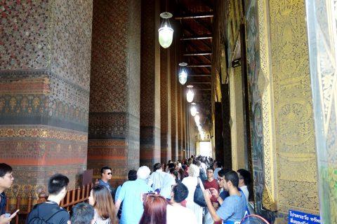 ワットポー大寝釈迦仏の礼拝堂の回廊