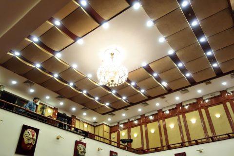 Hanoi-Vietnam-Tuong-Theater客席天井のシャンデリア