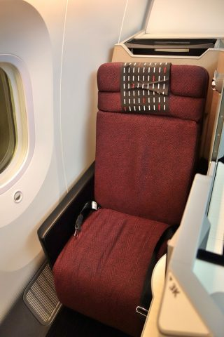 jal-businessclass-skysuite1窓側