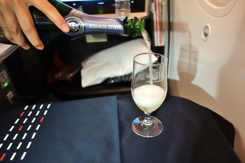 JALビジネスクラスのシャンパン
