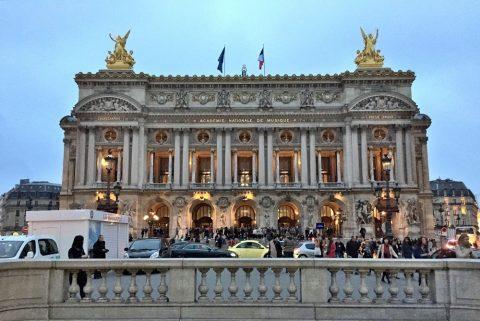 パリのガルニエと比較