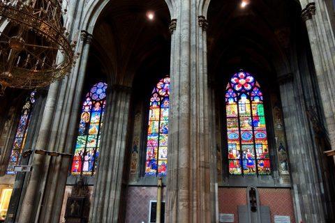 ヴォティーフ教会の美しいステンドグラス