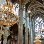 ヴォティーフ教会の色鮮やかなステンドグラスが美しい!コーラスの歌声にうっとり~