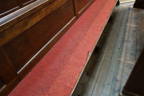ヴォティーフ教会の座面にヒーター