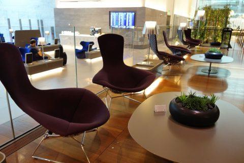 al-mourjan-business-loungeのソファーと家具