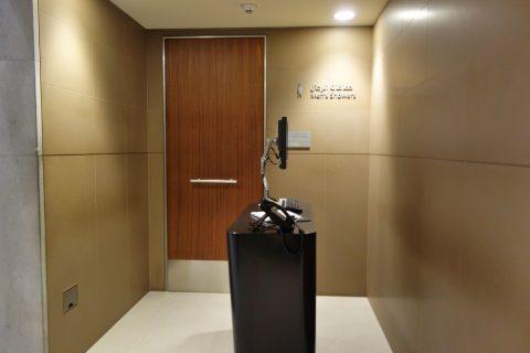 al-mourjan-business-loungeシャワー受付