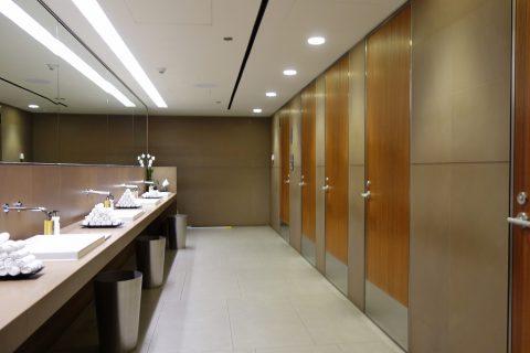 al-mourjan-business-lounge男性用トイレ