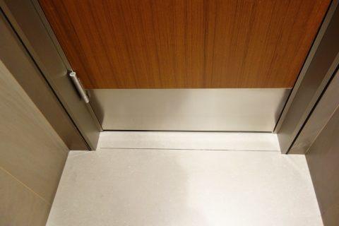 al-mourjan-business-loungeトイレの個室