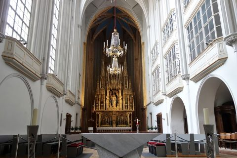 augustiner-kircheの祭壇方面